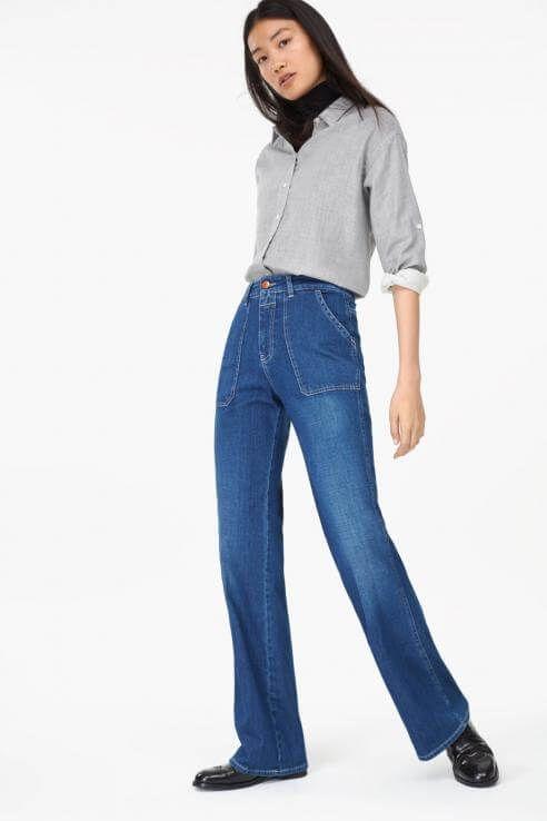 Die Flared Jeans von Closed überzeugt mit XXL-Taschen, den lässigen Begleiter shoppen wir für 95 Euro
