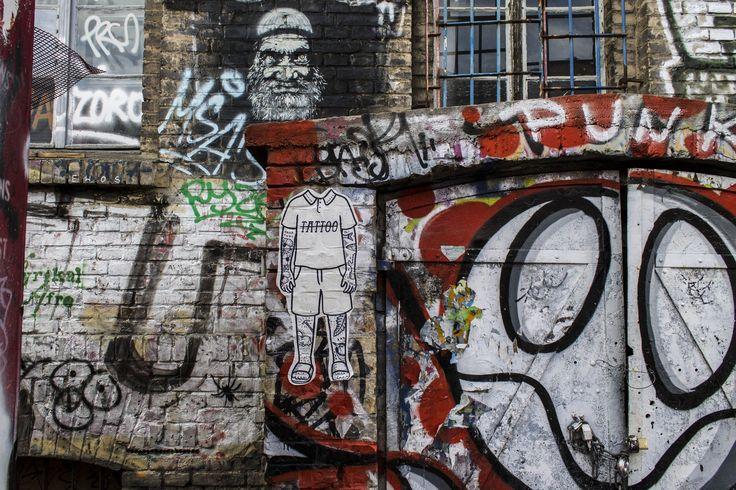 Street art Berlin #streetart #art #graffiti #streetarteverywhere #streetphotography #streetartberlin #urban #streetartistry #urbanwalls #wall #instagrafite #mural #sprayart #urbanart #photoofday #stencil #berlino #istamood #berlin #graffitigers #berlinoofficial #design #city #eastsidegallery #eastsidegalleryberlin #berlinwall