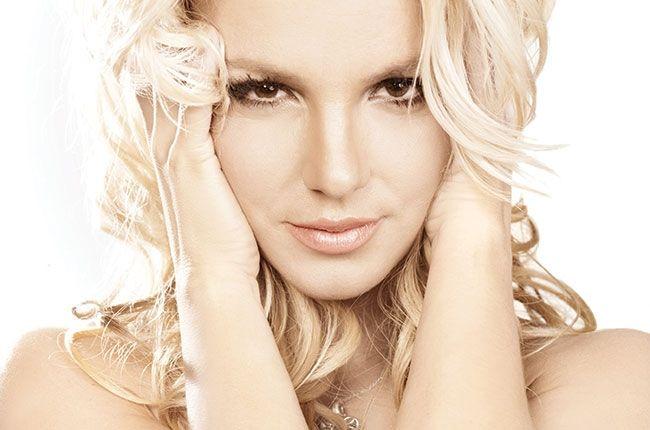Ex-namorado de Britney morto após ser atingido por míssil http://angorussia.com/entretenimento/fama/ex-namorado-de-britney-morto-apos-ser-atingido-por-missil/