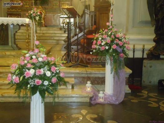 http://www.lemienozze.it/gallerie/foto-fiori-e-allestimenti-matrimonio/img28904.html Fiori per il matrimonio rosa per l'allestimento della chiesa