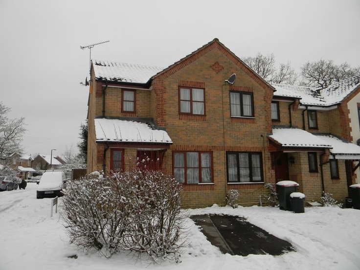 Monthly Rental Of £925  2 Bedroom End Terrace House - Graveney Road, Crawley, West Sussex, RH10 7UQ Estate Agents
