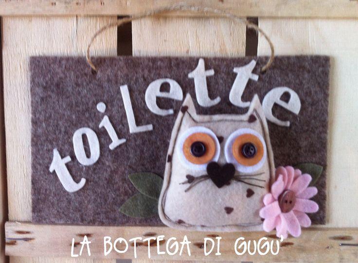 """Cucito creativo de La Bottega di Gugù - Targa fuoriporta di feltro con scritta """"Toilette"""""""