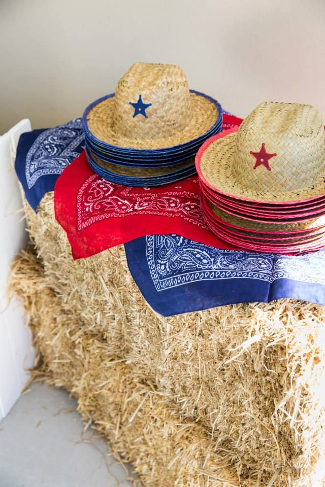 Straw hats are not expensive, let everyone wear one and take it home!