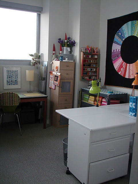 such a tidy space.  I like the quilt on the wall