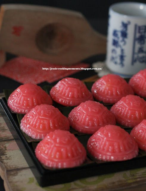 Jessie - CookingMoments: 粉紅龜粿 Pink Ang Ku Kueh with Mung Bean Filling