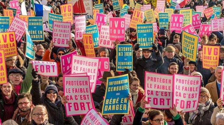 """MARCHE POUR LA VIE Mobilisation record de la Marche Pour La Vie : 50 000 personnes ! """"La Marche pour la vie veut peser sur la présidentielle 2017 et demande une politique de santé qui fasse baisser le nombre d'IVG #MPLV2017 #france #ivg #marchepourlavie"""