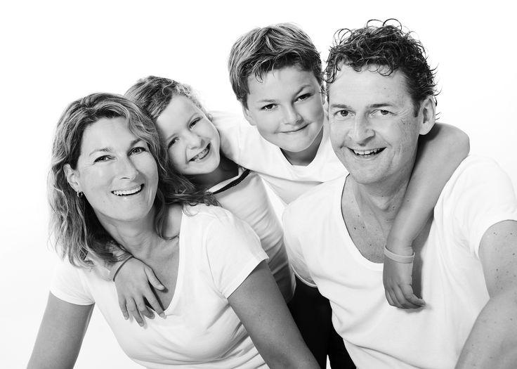 LINK Fotografie, die schönsten Fotos für Ihre Familie. Buchen Sie ein Fotoshooting für ein Familienporträt in unserem professionellen Fotostudio in Breda.