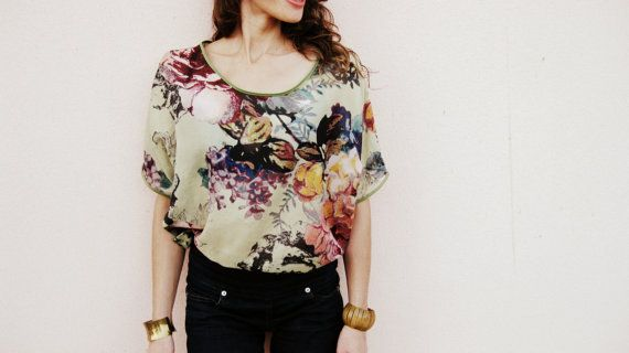 Blusa floreada para la mujer moderna