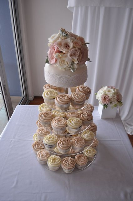 Vintage wedding cake and cupcakes, via Flickr.