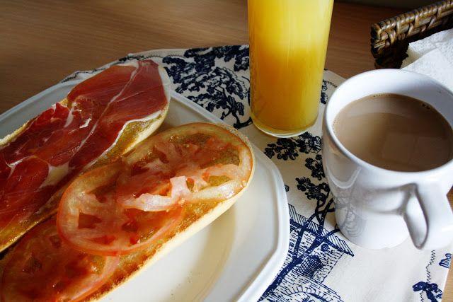La Cocina de Maricarmen: Desayuno español - Spanish breakfast Zumo de naranja y tostada con aceite de oliva y jamón. Fresh orange juice and a toast with olive oil and jamón