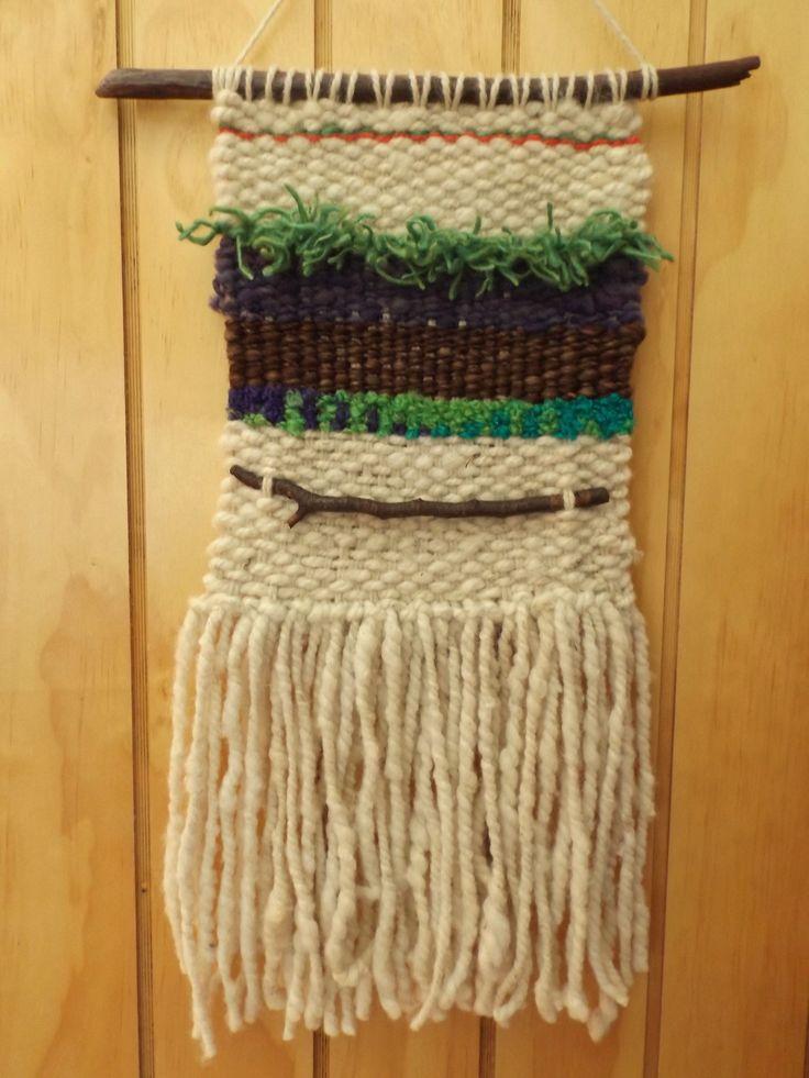 Telar de lana natural con incrustación de madera