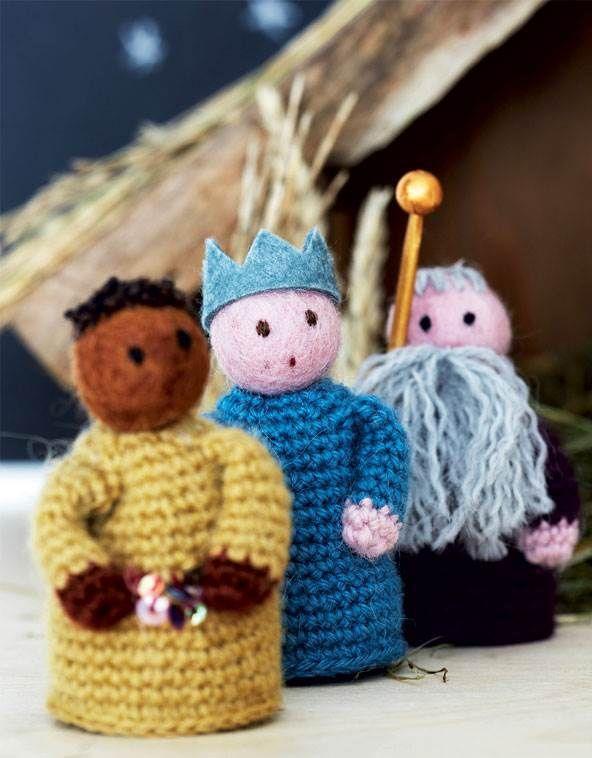 De tre vise mænd så den store ledestjerne og bragte fine gaver til den nyfødte kongesøn.