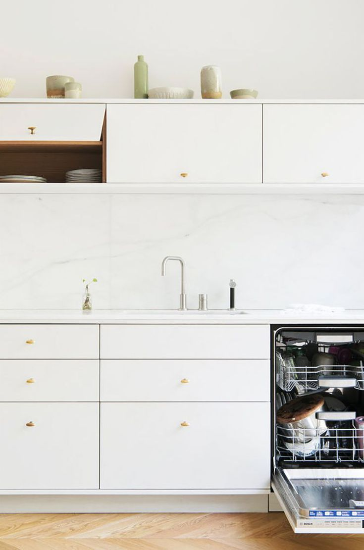 25 absolutely beautiful small kitchens that prove size doesn t matter kitchen remodel best on t kitchen layout id=78523