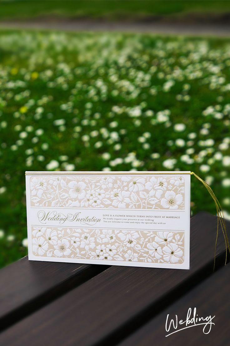 結婚式 招待状「フィオラ・ピンク」   「THE ボタニカル」のデザインです。エンボス加工のなかに金箔が出すぎない金のデザインで、ナチュラルさも残しつつ、スタイリシュさもありつつ、良いバランスのデザインです。紙はツルッとしていてかなりしっかり目なものを選んでいます。 ボタニカル系のペーパーアイテムは印刷デザインが増えてきているなかで、エンボス・箔押しを誠実に守っている作品です。by ペーパーディレクターおがってい。WEBDING ウェブディングでは148種類の招待状がHPから無料サンプル請求OK!、日本橋店ではペーパー相談会随時開催中(予約優先 03-3527-3868) #ウェディング #ペーパーアイテム #結婚式 #結婚式招待状 #手作り #DIY