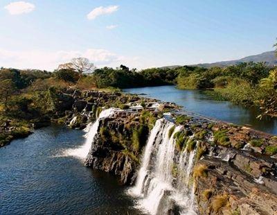 O estado de Santa Catarina é bem conhecido pelas suas belas praias. Mas não é só a água salgada que deslumbra os viajantes, existem maravilhosas cachoeiras em Santa Catarina, e elas estão espalhadas pelo estado inteiro