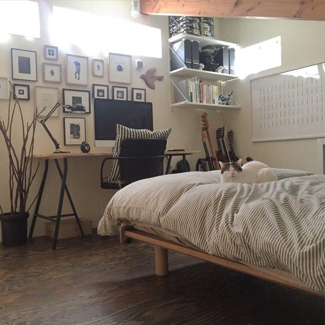 mohayaeteさんの、Bedroom,無印良品,フィギュア,IKEA,ギター,ロフト,Mac,PCデスク,勾配天井,アート,屋根裏部屋,ART,ガンプラ,ねこ部,桜の枝,猫のいる生活,ベストショットについての部屋写真