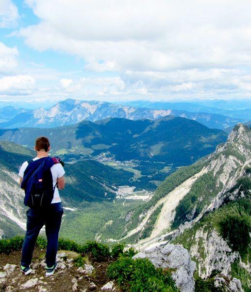 De Julische Alpen met het Triglav Nationale Park is veruit het meest populaire wandelgebied in Slovenië. Lees hier de antwoorden op de meest essentiële vragen over wandelen in Slovenië: http://mijnslovenie.com/qa-over-wandelen-in-slovenie/ @MijnSlovenië / #wandelen