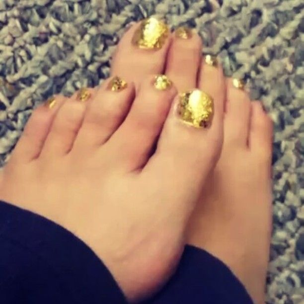 I love glitter toes and I have nails to match!!