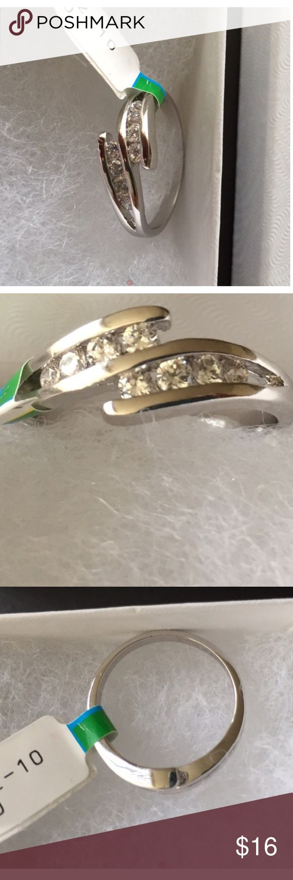 ✨NEW✨ Silver Ring BRAND NEW!  Women's Silver Ring with 8 stone CZ.  Size 10.  Fashion Jewelry. Jewelry Rings