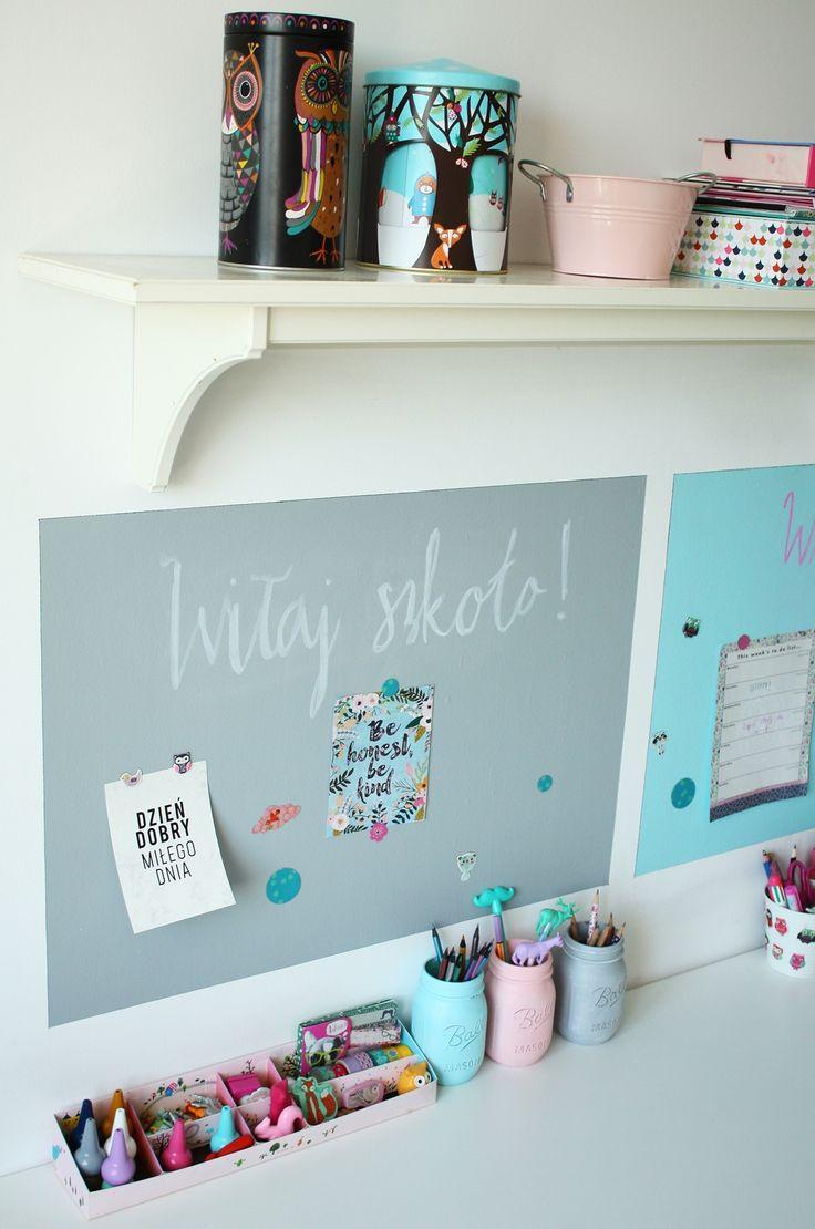 Kącik ucznia #desk #deskview #deskinspiration #chalkboard #farbatablicowa Dekoracja wykonana farbą tablicową Tikkurila Liitu zdjęcie: @mrspolkadot