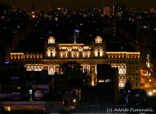 Palacio de Justicia nocturno