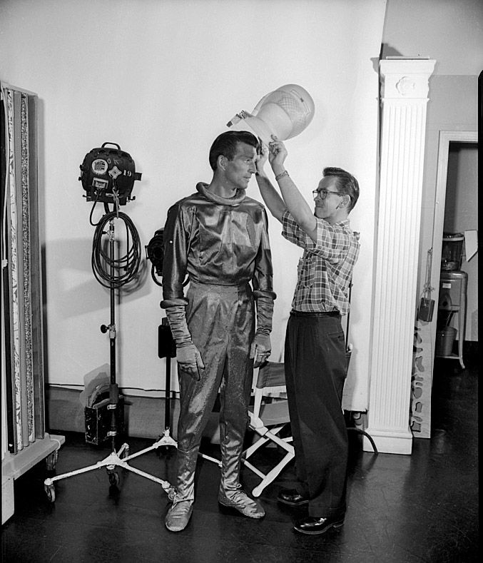 Vintage Science Fiction Wallpaper Google Search: The Day The Earth Stood Still Behind Scenes 1951