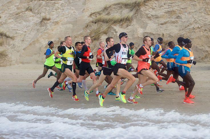 Tweevoudig winnaar Kamiel Maase geeft vier tips voor het lopen van de Saucony Egmond Halve Marathon.