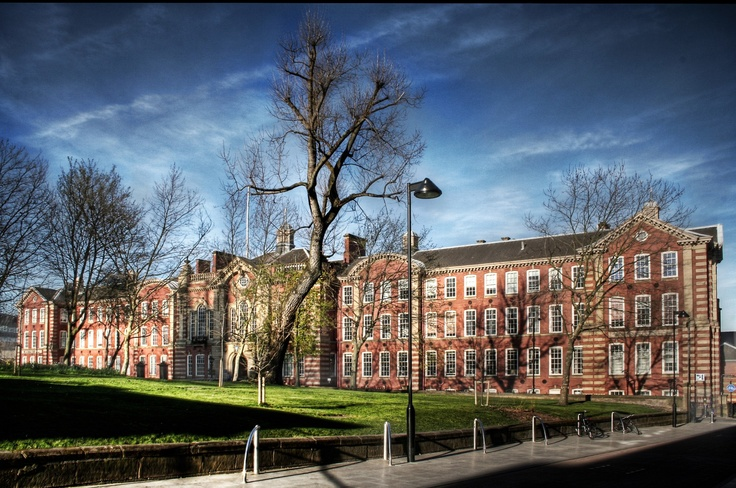 University of Sheffield in the Top 20 University in UK, Features and Peculiarities    Why the students choose this university?    For answer visit: http://en.docsity.com/news/engineering/university-sheffield-top-20-university-uk-features-peculiarities/