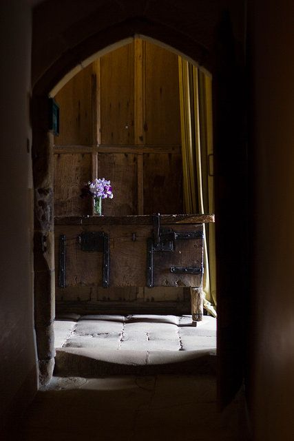 Haddon Hall, Derbyshire, UK   Photo Suzanne Hoogers