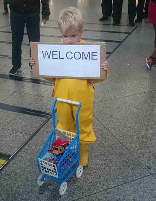 When this little boy offered to share his toys with refugees arriving at Munich's central train station. | 21 Beautiful Moments Of Humanity From The Ongoing Refugee Crisis