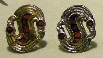 Cividale, man, fibule a S in argento e almandini da necropoli di san giovanni, tomba 158, 550-600 ca.