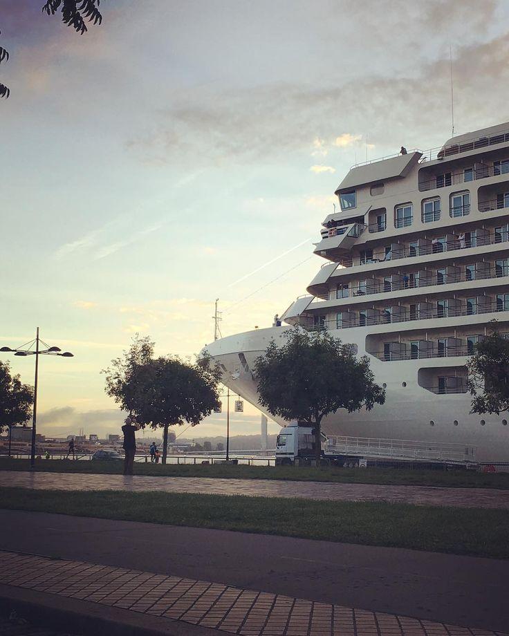 11 mentions J'aime, 2 commentaires - @stefy_estrella sur Instagram: «Bord de Garonne #arrivee#paquebot#croisiere#bordeaux#bdx#summer2017 🛳🌊»