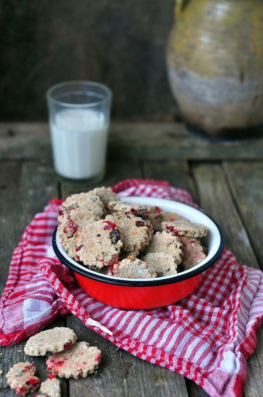 Овсяное печенье с вишней и изюмом, без сахара