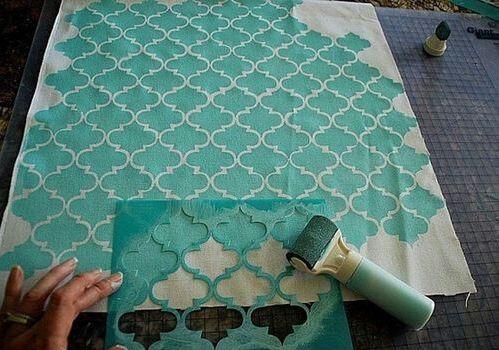 Como usar estêncil para fazer estampas modernas e decorativas para almofadas, cortinas e roupa de cama ~ VillarteDesign Artesanato