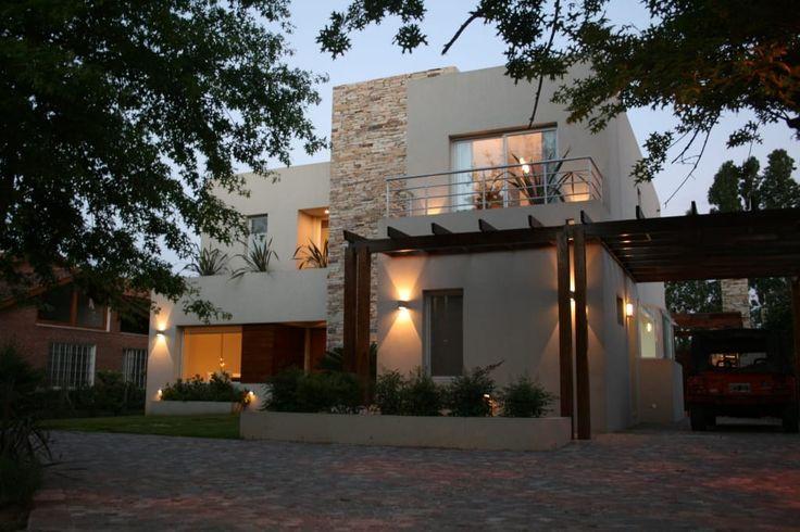 Busca imágenes de Casas de estilo moderno de Rocha & Figueroa Bunge arquitectos. Encuentra las mejores fotos para inspirarte y crea tu hogar perfecto.