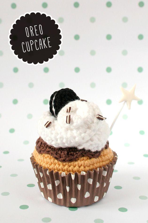 Crochet Cupcake de galleta Oreo / kawaii amigurumi via I am a mess