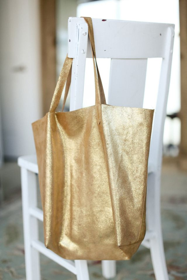 Madewell Inspired Leather Tote Bag Sewing Tutorial at Sewbon.com   - YAY, a tutorial.. I am so gonna make (or have someone help me make this). Oh yes, this WILL be MINE!!!!! -Caren