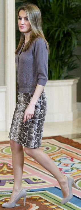 Doña Letizia attends several Audiences at Zarzuela Palace (Dec 2012) wearing the same snake print pencil skirt from Uterqüe.