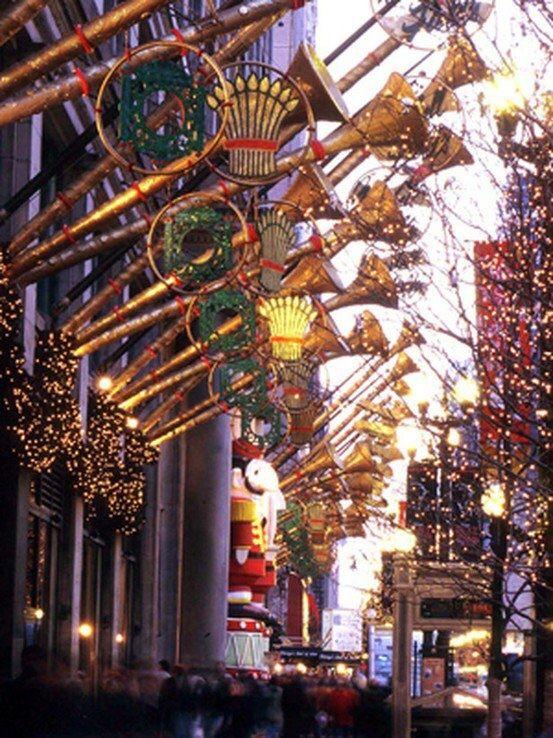Christmas - Marshall Fields State Street, Chicago, USA