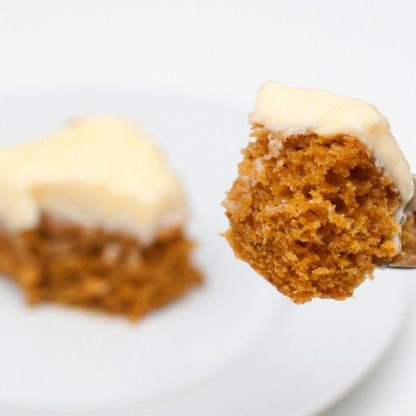 Saftig kake med kremostglasur. GRESSKARKAKE: Saftig og kjempegod kake – helt uten egg og melk. Ingredienser: 1 desiliter soyamelk 1...