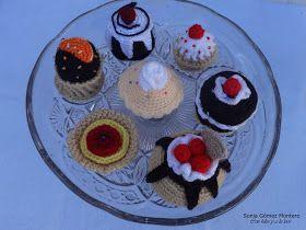 Cupcakes o Pastelitos Amigurumi - Patrón Gratis en Español aquí: http://ainoslabores.blogspot.de/2014/02/cupcakes.html