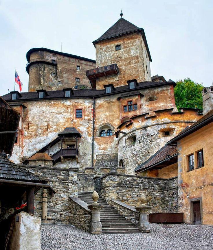 Jeden zo skvostov Slovenska , Oravský hrad – je tu viac krát uložený,z rôznych uhlov  pohľadu.
