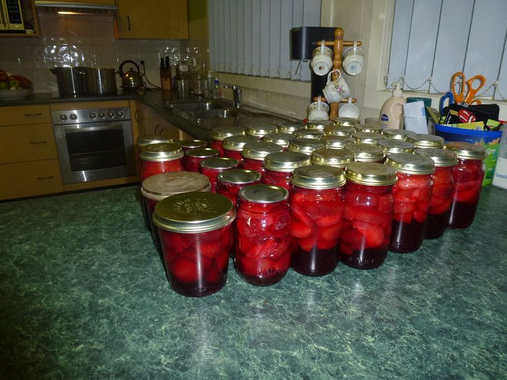 Plums in Fowlers Vacola and mason jars
