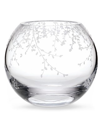 Our garden grows with a bright flourish of foliage, adding a dash of playful polish to classic crystalware. Each piece is irresistibly chic and perfect for an enchanting soiree or everyday.   Crystal                                                                                                                                                                                  More
