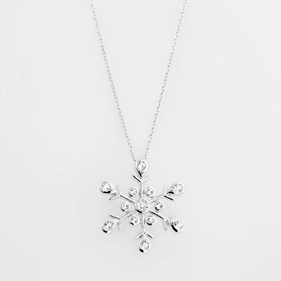 Snowflake Necklace : I WANT THIS!!
