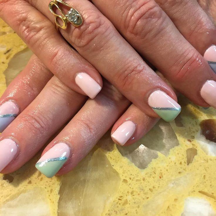 #scra2ch #CND #shellac #vinylux #manicure #nails #nailart #naildesign #nailpolish #polishedbyellen #polish #nailboss #spring #springnails #easter #easternails #easterdesigns by polished_by_ellen