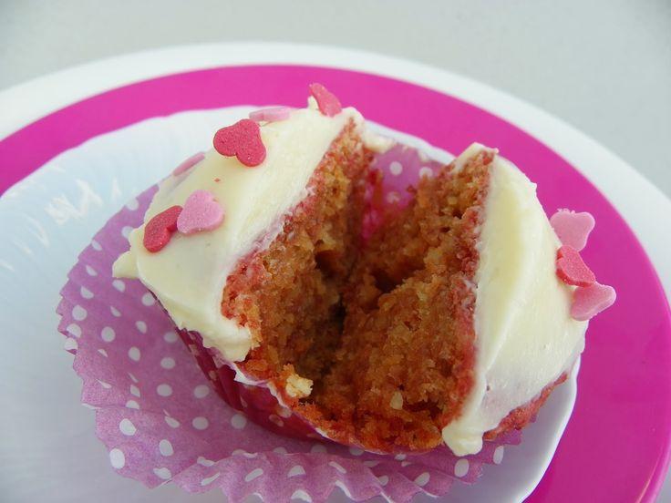 Pink velvet cupcakes met bietjes gekleurd.