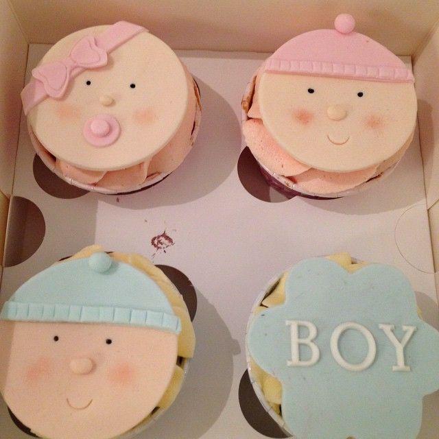 Pojke eller flicka tro? #babyshower #newborn #party #baby #bebis #pojke #flicka #cupcake #surprise #överaskning #girl #boy #göteborg #linné #handmade #sockerpasta #wilton