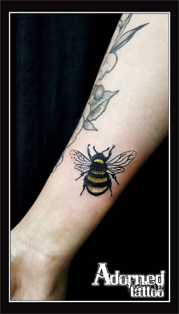 Georgia finished this cute little bumblebee today - and we think it's quite fitting in light of recent events in Manchester! #bumblebee #bee #tattoo
