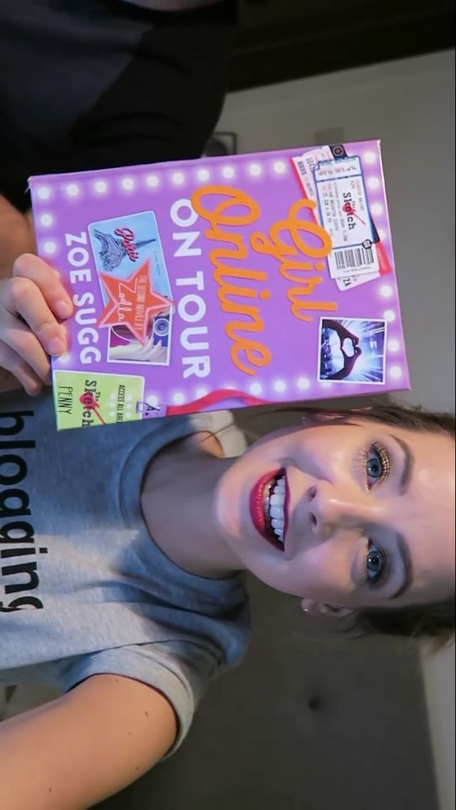 OMG it's the new zoella book aaaaaaa it's not the proper one it needs finishing up but it looks great